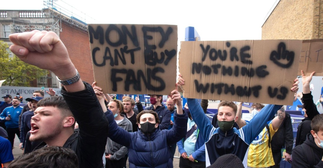 Chelsea fans protesting